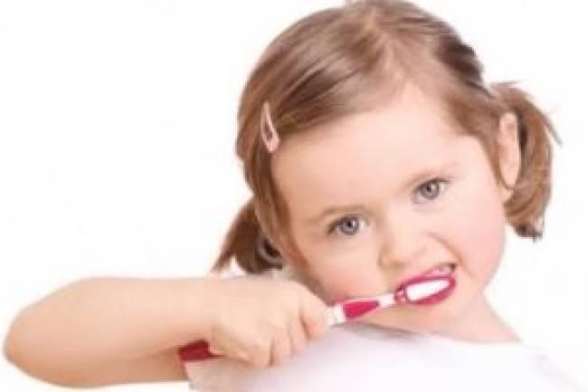 10 عوامل تحميك من تسوس الأسنان
